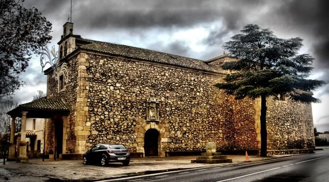 Opel frente a iglesia